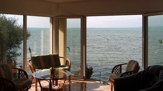 A Balaton partján, vízparti eladó ingatlant keresek, Vevőimnek