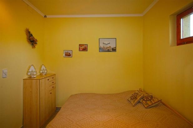 Budapesthez közeli új balatoni lakóház eladó