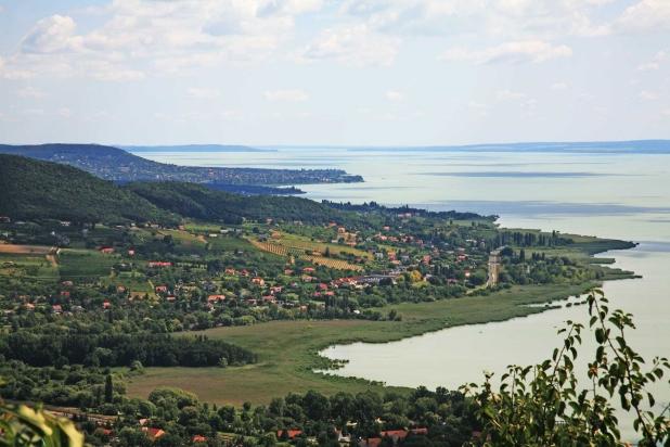 Badacsony déli lejtője, fél-mediterrán klímával.