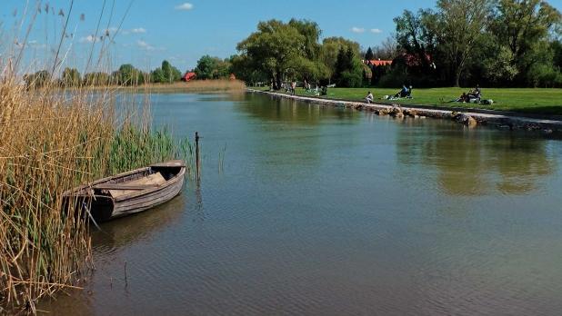 Balatonkeresztúron, eladó házat, lakást, nyaralót, üdülőt, telket, vízparti ingatlant keresek Vevőim részére.