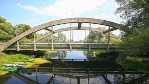 Híd, a Zala-folyó felett.
