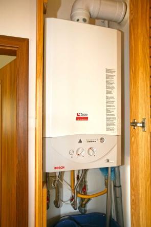 Ez a Bosch gázkazán biztosítja a fűtést és a melegvizet.