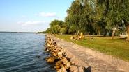 Siófok, Aranypart, szabadon megközelíthető vízpart.