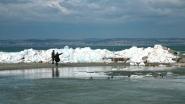 Jégzajlás, Siófok Aranyparton, embermagasságú jégtorlaszokkal.