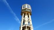Siófok jelképe: Víztorony. Kilátó kávézóként működik és forog körbe.